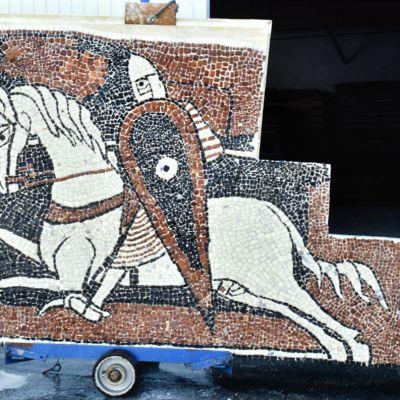 AD AHP 89 Fi 988 - cavalier sur son caisson de pose dans l'atelier SOCRA